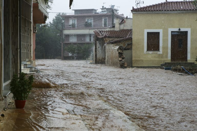 Μάνδρα – Μαγούλα: Κατά της Πολιτείας οι κάτοικοι για τις καταστροφές | tovima.gr