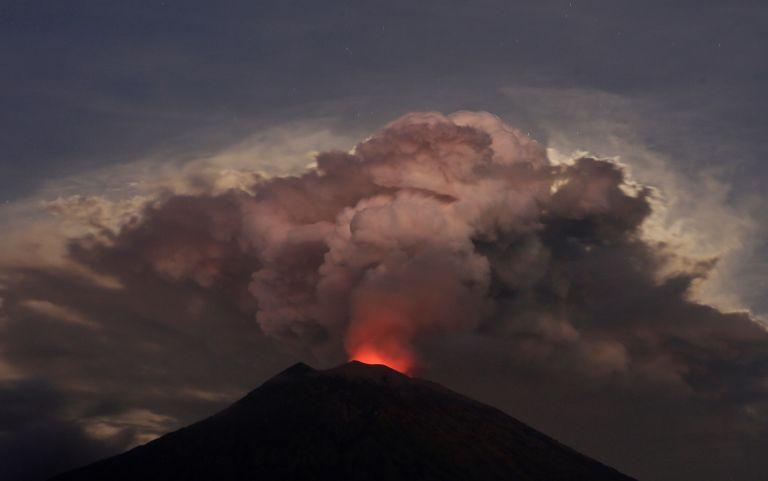Αυστραλία: Ακύρωση πτήσεων λόγω έκρηξης ηφαιστείου στο Μπαλί   tovima.gr