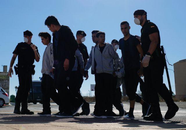 Αποβίβαση 106 μεταναστών στη Μεσίνα της Σικελίας | tovima.gr