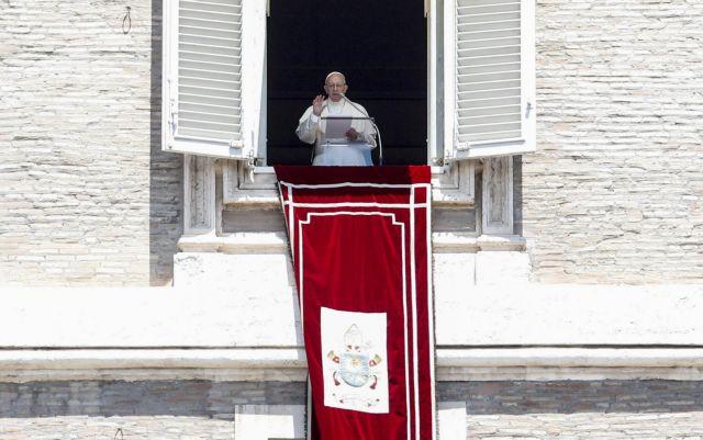 Ο Πάπας αφιέρωσε στους πρόσφυγες τη σημερινή λειτουργία   tovima.gr
