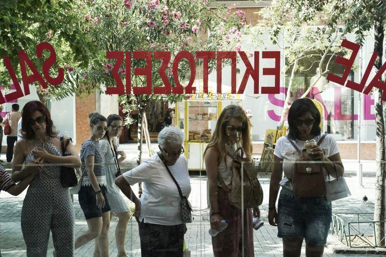 Δεν απέδωσαν τα αναμενώμενα στα εμπορικά καταστήματα οι θερινές εκπτώσεις | tovima.gr
