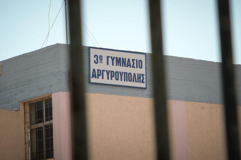 Ο 15χρονος αυτόχειρας υπέδειξε τους «θύτες» του με σημείωμα σε post it | tovima.gr