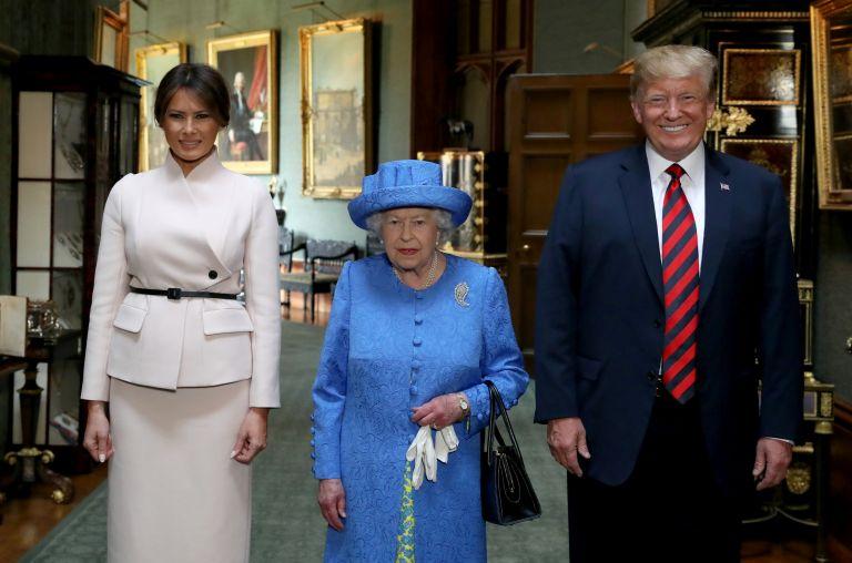 Όταν η βασίλισσα Ελισάβετ «έκανε» πολιτική με τις καρφίτσες της   tovima.gr
