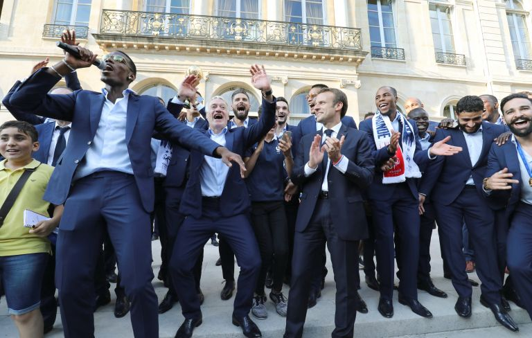 Εντυπωσιακή υποδοχή των παγκόσμιων Πρωταθλητών στο Παρίσι | tovima.gr