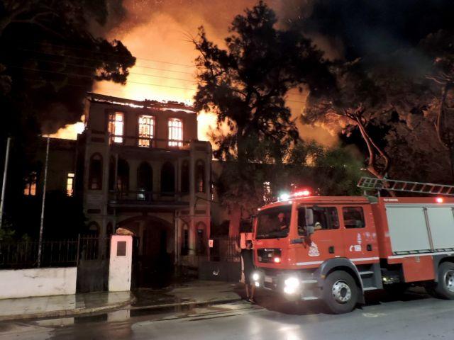Καταστράφηκε ολοσχερώς από πυρκαγιά το Πολεμικό Μουσείο Χανίων   tovima.gr