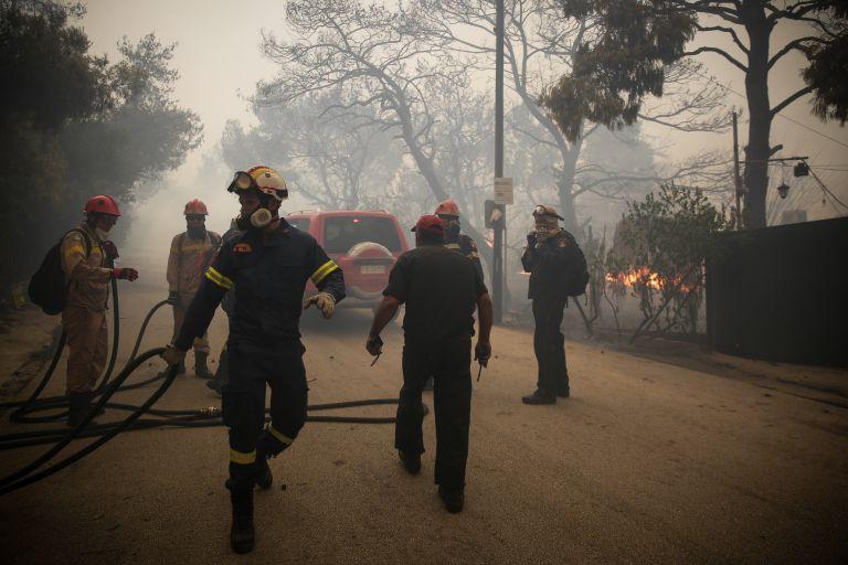 Μεγάλη πυρκαγιά στα Γεράνεια Ορη στο ύψος της Κινέτας – Οι φλόγες φτάνουν πλέον μέχρι τη θάλασσα | tovima.gr