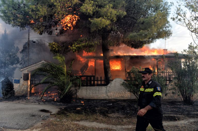 Μητροπολίτης Αυστρίας: Στήριξη στους πληγέντες των πυρκαγιών | tovima.gr