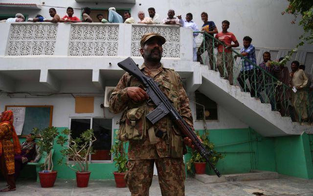 Πακιστάν: 28 νεκροί και δεκάδες τραυματίες σε εκλογικό κέντρο | tovima.gr