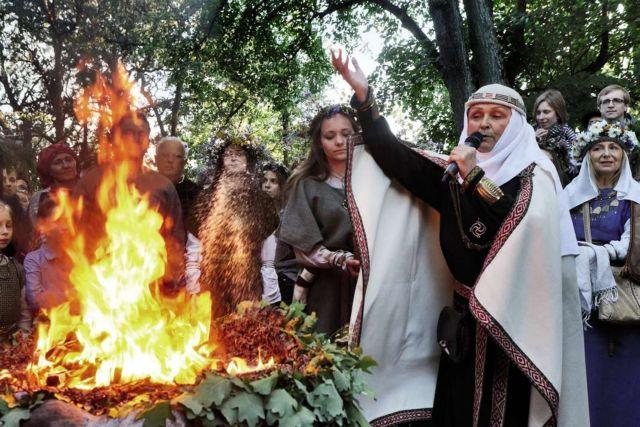 Λιθουανία: Πολεμική για τη λατρεία του Θεού της … Αστραπής | tovima.gr