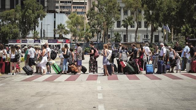 Ανησυχία για «πιέσεις» στον τουρισμό τη νέα χρονιά | tovima.gr