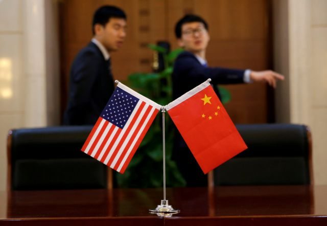 Κλιμακώνεται η ένταση μεταξύ Κίνας και ΗΠΑ για τους δασμούς | tovima.gr