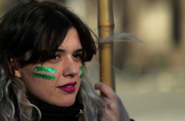 Η Αργεντινή αποφασίζει την αποποινικοποίηση των αμβλώσεων | tovima.gr