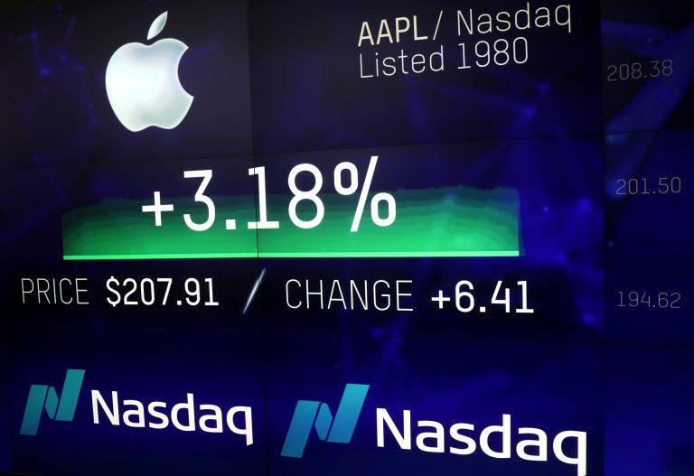Πάνω από ένα τρισ. δολάρια η χρηματιστηριακή αξία της Apple | tovima.gr