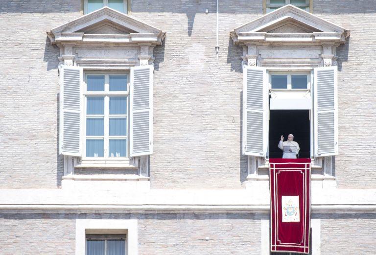 Από 88% στο 71% η δημοτικότητα του πάπα Φραγκίσκου | tovima.gr
