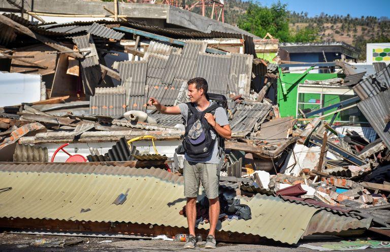 Ινδονησία : 98 νεκροί από τον σεισμό των 7 Ρίχτερ – Επιχείρηση απομάκρυνσης τουριστών από τα νησιά Γκίλι | tovima.gr