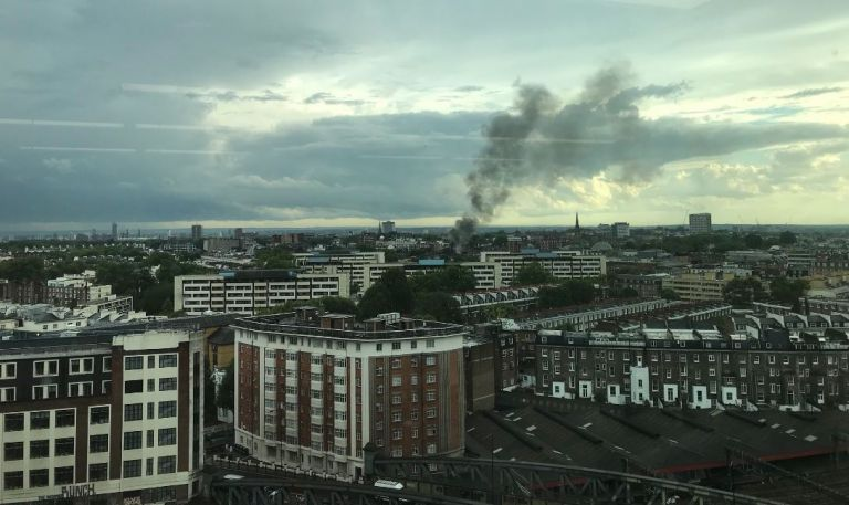 Φωτιά σε τετραώροφο κτίριο στο Λονδίνο   tovima.gr