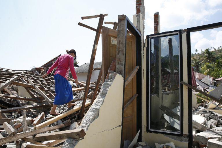 Ινδονησία : 321 οι νεκροί του σεισμού των 6,9  βαθμών | tovima.gr
