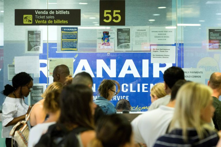 Καθηλωμένα τα αεροσκάφη της Ryanair σε πέντε χώρες   tovima.gr