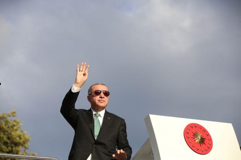 Guardian: Η υπεροψία Ερντογάν υπεύθυνη για την αποσταθεροποίηση της Τουρκίας | tovima.gr