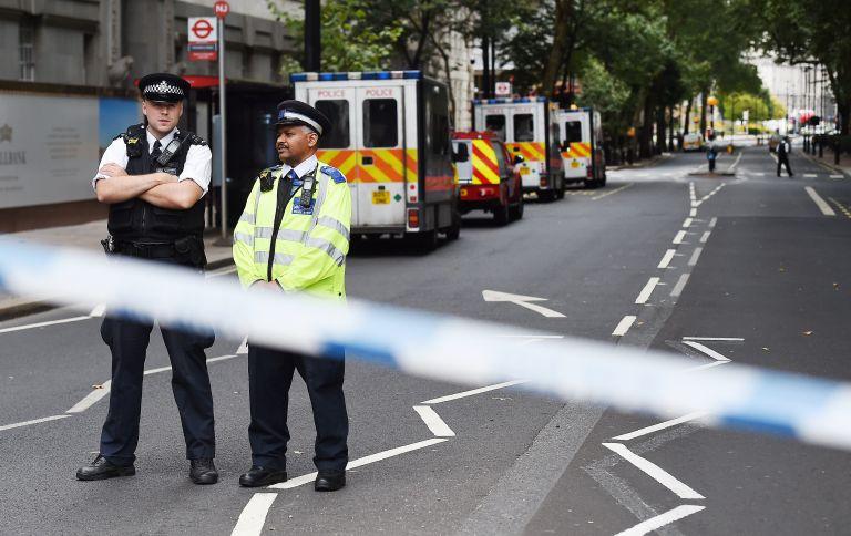 Λονδίνο : «Τρομοκατικό συμβάν η πτώση του αυτοκινήτου στο Κοινοβούλιο» – Βίντεο με την τρελή πορεία του | tovima.gr