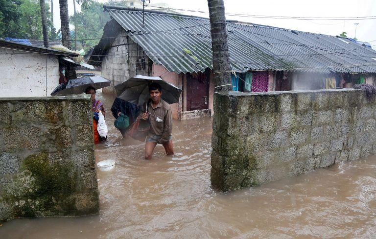 Φονικές πλημμύρες στην Ινδία: 67 νεκροί και 50.000 εκτοπισμένοι | tovima.gr