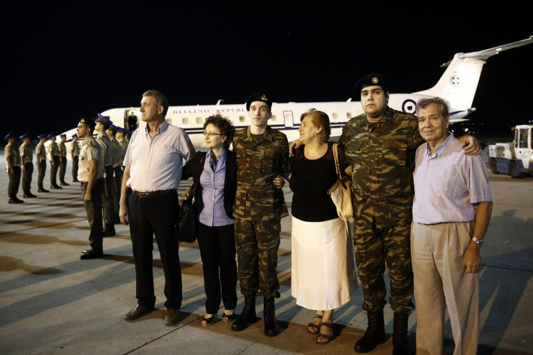 Απελευθέρωση στρατιωτικών: Βίντεο μέσα από το αεροσκάφος | tovima.gr