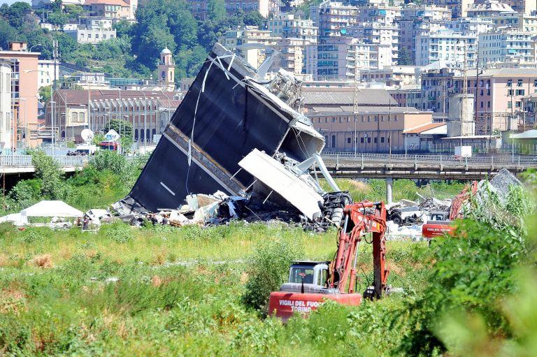 Τραγωδία Γένοβα: Συνεχίζονται οι έρευνες για τον εντοπισμό επιζώντων – Στους 38 οι νεκροί | tovima.gr
