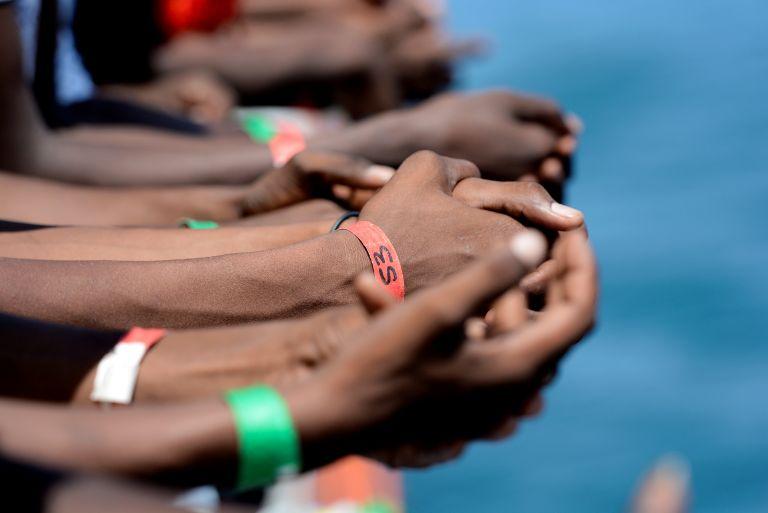 Μάλτα : Απέλαση στην Ιταλία των 120 μεταναστών που ζούσαν σε βουστάσιο | tovima.gr