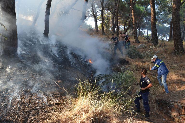 Υπό έλεγχο οι πυρκαγιές σε Κερατέα και Καλύβια | tovima.gr