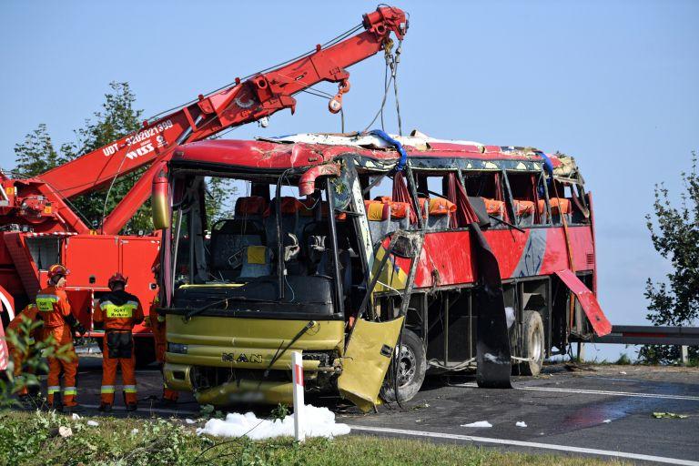 Τρεις νεκροί και 18 τραυματίες σε τροχαίο με τουριστικό λεωφορείο στην Πολωνία | tovima.gr
