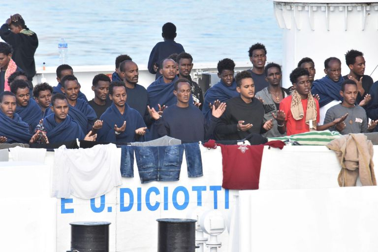 Μάλτα: Διάσωση 100 μεταναστών- Συνεχίζεται η αντιπαράθεση με Ιταλία | tovima.gr