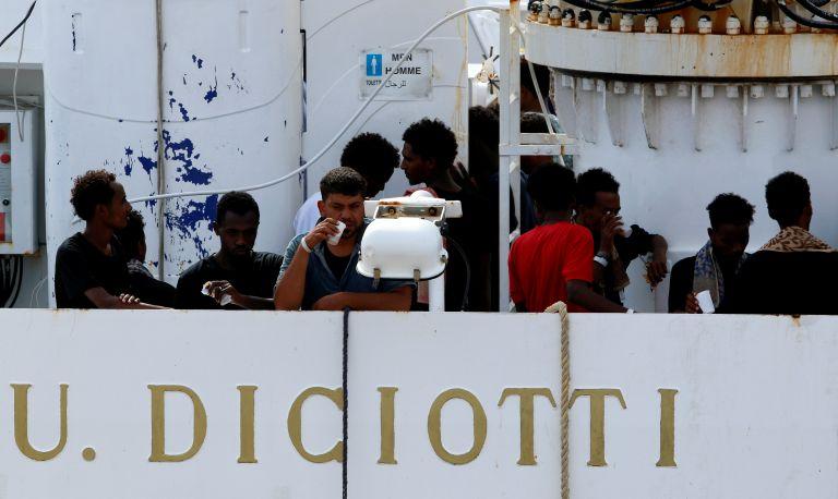 Ιταλία: Σκληραίνει τη στάση της απέναντι στην ΕΕ για τους μετανάστες του Diciotti – Νέες απειλές | tovima.gr