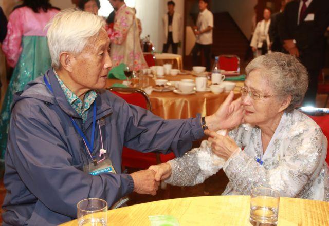 Επανασύνδεση για 90 οικογένειες του πολέμου της Κορέας | tovima.gr