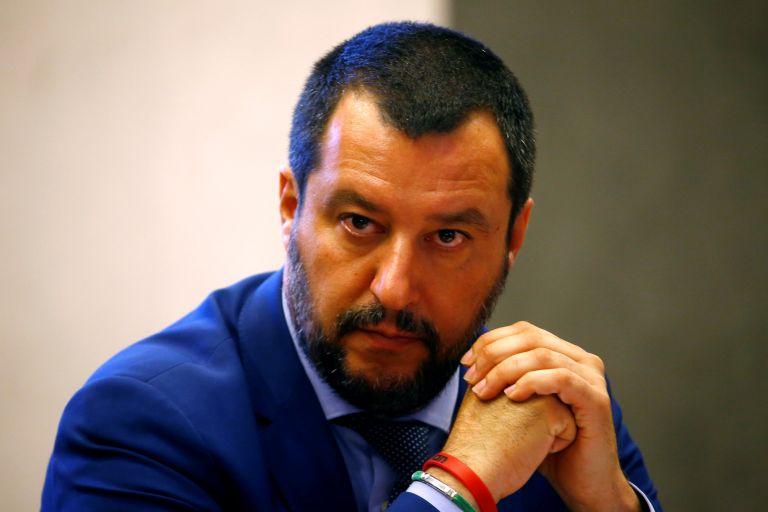 «Ας με συλλάβουν, δεν θα σταματήσουν την αλλαγή που αποζητούν 60 εκ. Ιταλοί» είπε ο Σαλβίνι | tovima.gr