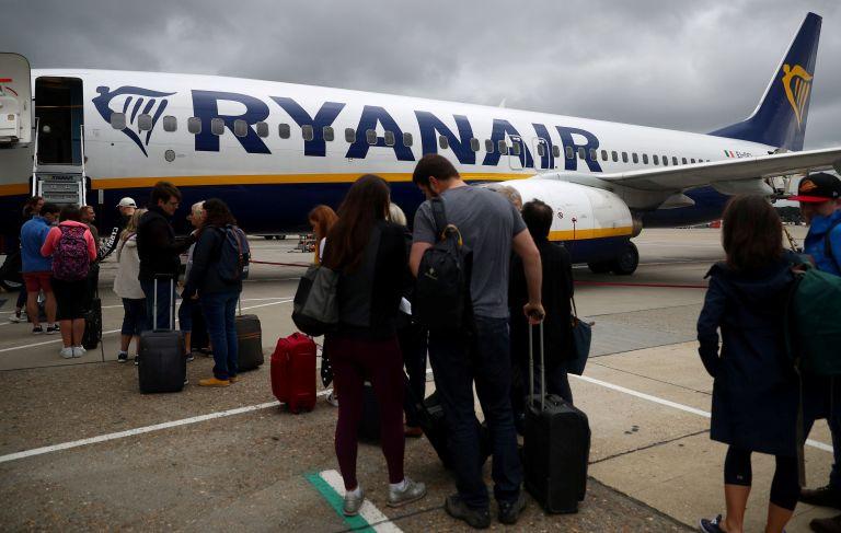 Ryanair: Τέρμα η δωρεάν χειραποσκευή από τον Νοέμβριο | tovima.gr