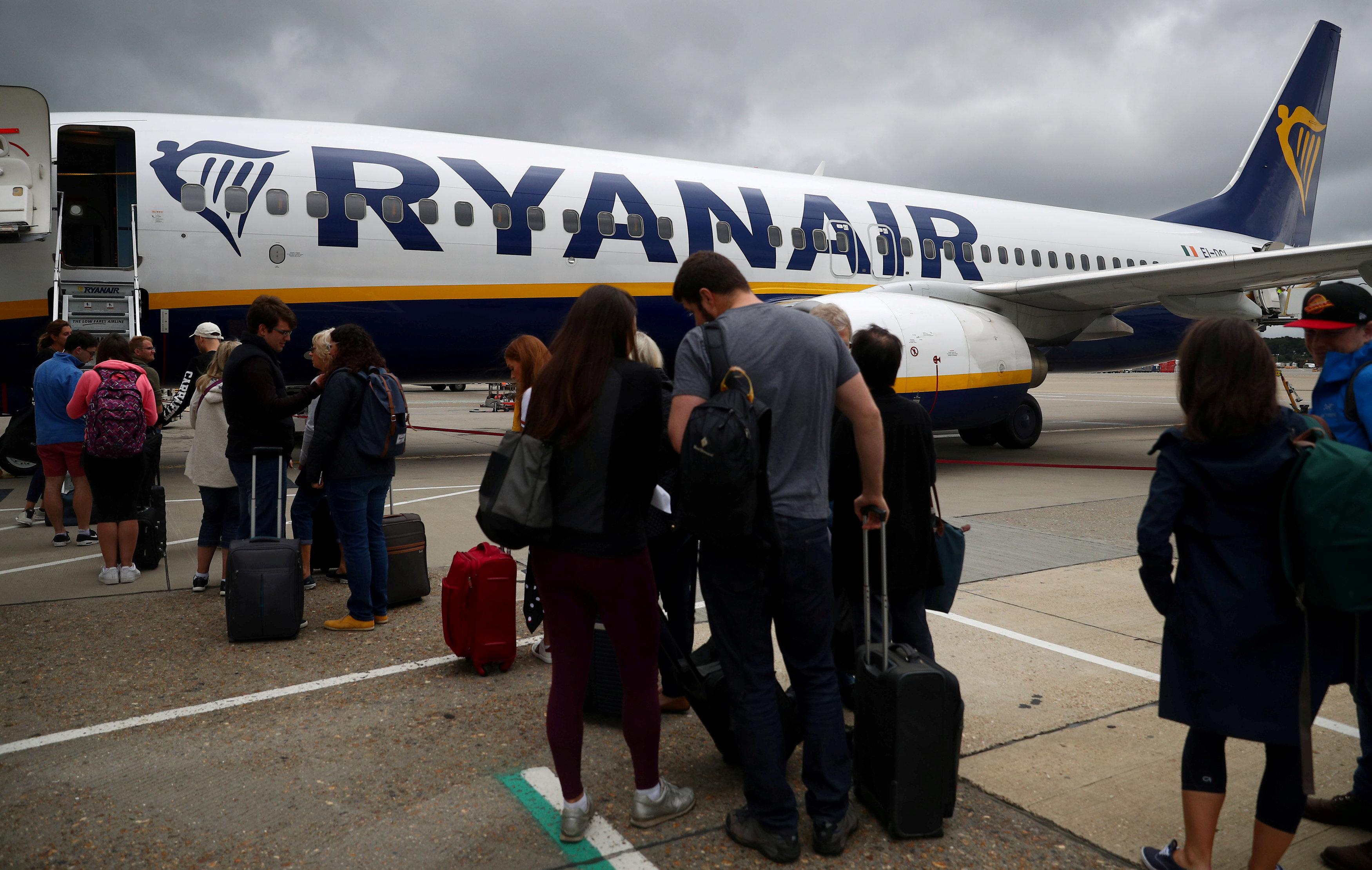 dee38876685 Ryanair: Τέρμα η δωρεάν χειραποσκευή από τον Νοέμβριο - Ειδήσεις ...