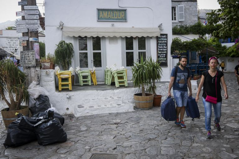Υποθαλάσσια η βλάβη της ηλεκτροδότησης στην Υδρα – Παραμένει χωρίς ρεύμα το νησί – Έξαλλη η τοπική κοινωνία | tovima.gr