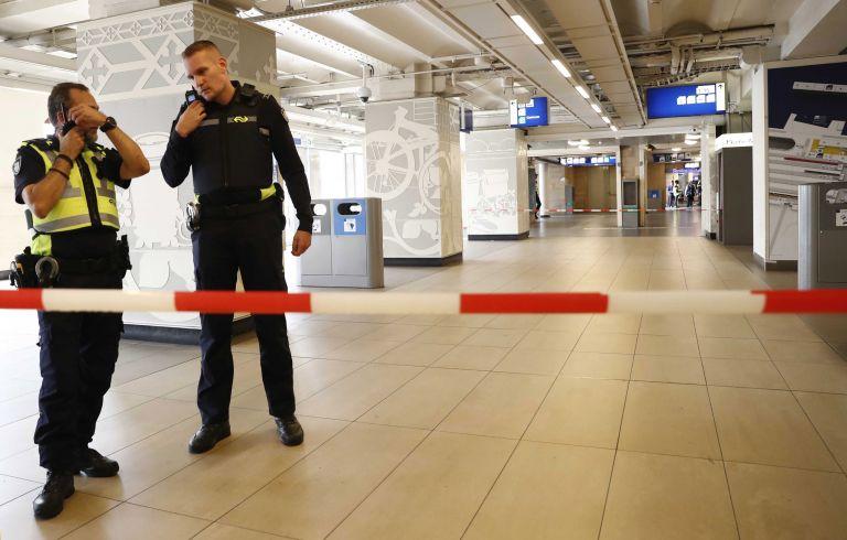 Επίθεση με μαχαίρι στο σιδηροδρομικό σταθμό του Άμστερνταμ | tovima.gr