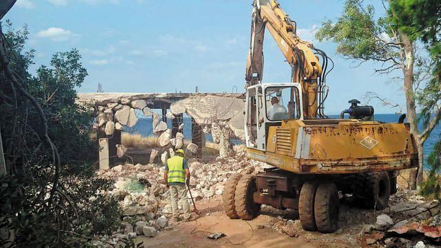 Οι κατεδαφίσεις αυθαιρέτων κόλλησαν στη γραφειοκρατία | tovima.gr