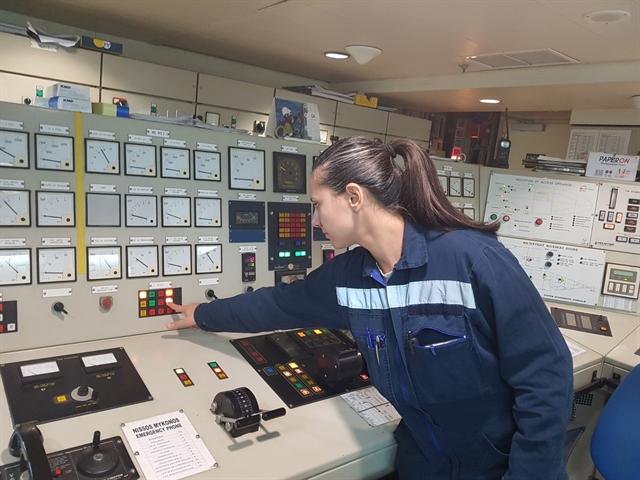 Μύθοι και αλήθειες για τις γυναίκες ναυτικούς   tovima.gr