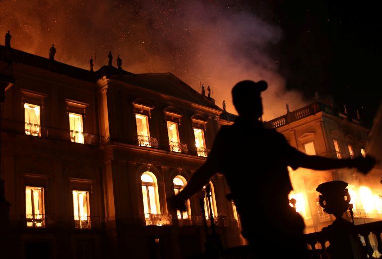 Η ανθρωπότητα έγινε φτωχότερη – Το Εθνικό Μουσείο του Ρίο ντε Τζανέιρο έγινε παρανάλωμα του πυρός   tovima.gr