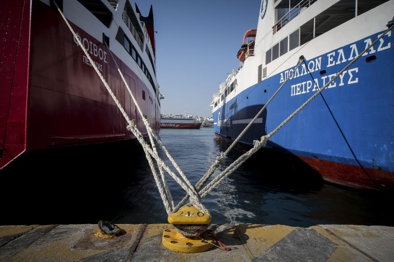 Καιρός : Δεμένα τα πλοία σε Πειραιά, Ραφήνα και Λαύριο | tovima.gr