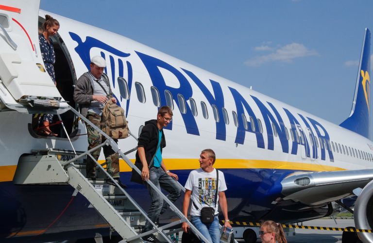Ryanair: Ικανοποίηση από τη νέα πολιτική χρέωσης αποσκευών   tovima.gr