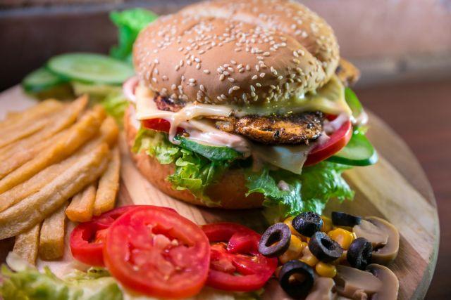 Φάτε μέσα σε 10 ώρες εντός της ημέρας για να είστε υγιείς | tovima.gr