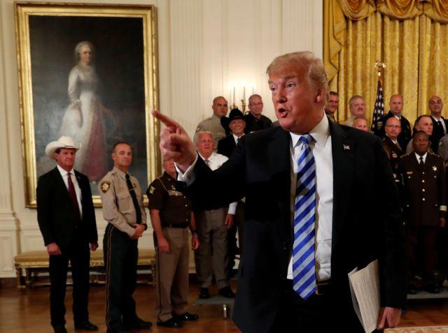 Ανοικτός εμφύλιος στον Λευκό Οίκο του Τραμπ | tovima.gr