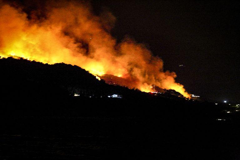 Σε εξέλιξη πυρκαγιά σε δασική έκταση στη Σάμο | tovima.gr