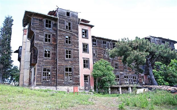 NYT: Το ορφανοτροφείο στην Πρίγκηπο κινδυνεύει με κατάρρευση   tovima.gr