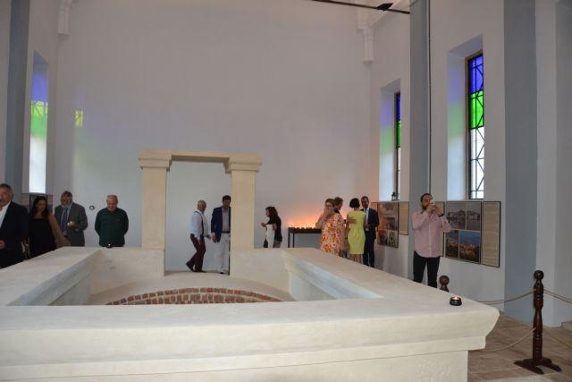 Με λαμπρότητα τα εγκαίνια του ανακαινισμένου «Αγιάσματος» της Παναγίας της Φανερωμένης στο Αϊβαλί | tovima.gr