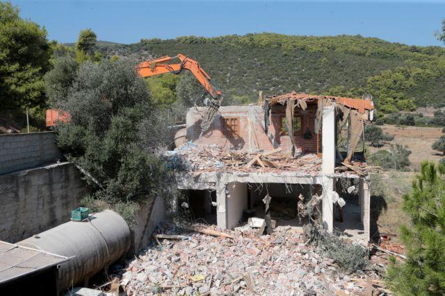 Συνεχίζονται οι κατεδαφίσεις αυθαιρέτων σε αιγιαλό και δάση | tovima.gr