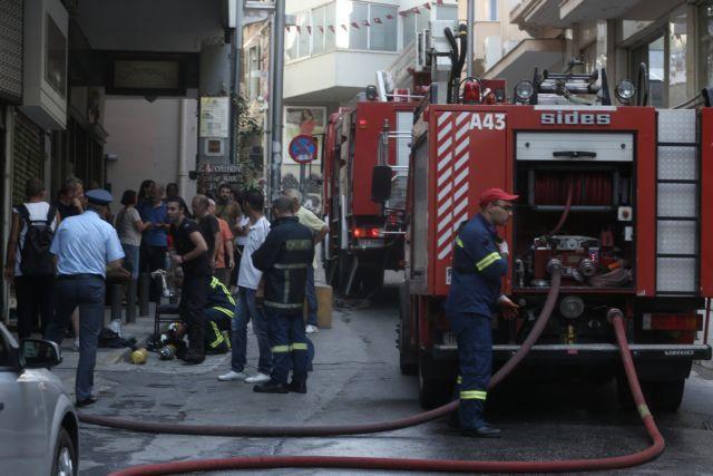 Υπό μερικό έλεγχο η φωτιά σε κτίριο στο Μοναστηράκι | tovima.gr